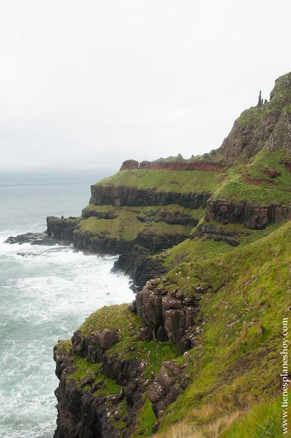 Costa de Irlanda del Norte en Calzada del Gigante