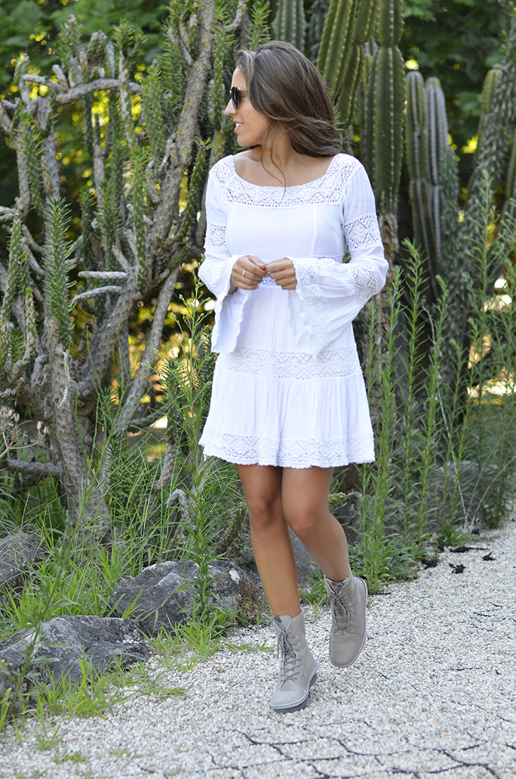 Blogger, summer style, casual boho look wearing white dress and boots