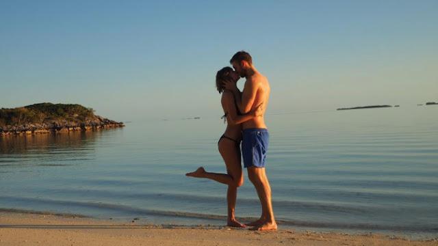 Taylor Swift y Calvin Harris disfrutan sus románticas vacaciones.