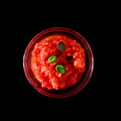 Domowy dip pomidorowy