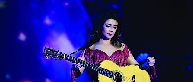 A cantora Paula Fernandes se irrita com fama