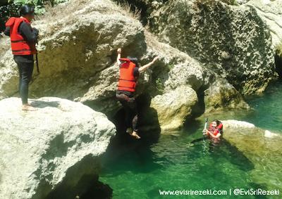 Petualangan Body Rafting di Sungai Citumang