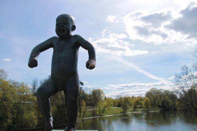 vihainen lapsi joki oslo patsas