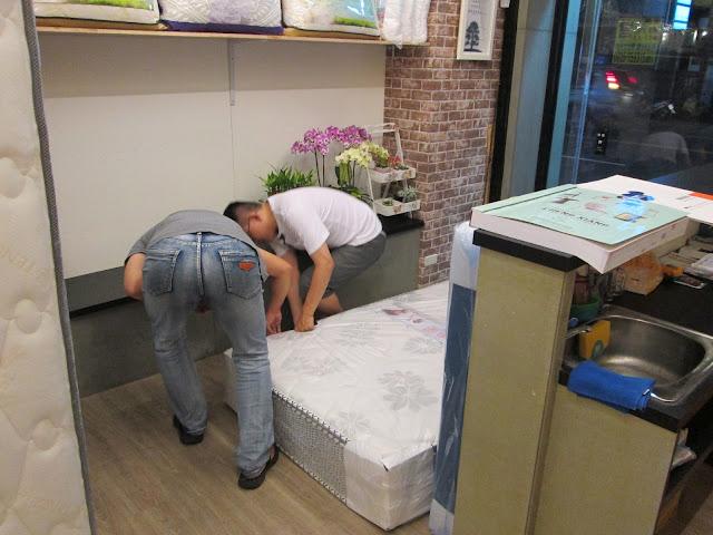 竹科手工床墊,新竹單人床架,新竹雙人床架,新竹床架訂做, 新竹市第一家全台最大規模床墊工廠直營門市,慶祝開幕高級彈簧床特價會中,  怕買到黑心床墊、往生牌