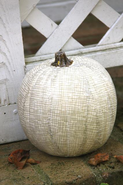 Белая тыква с пастельными треугольничками, Декор тыквы из шнура или веревки, Золотая тыква с виньеткой (МК), «Золото на бежевом» декор тыквы, Как правильно подготовить тыкву для поделок, Серебрёные тыквы своими руками, Тыква с блестками, Тыквенное трио — декор тыкв для композиции, Тыквы-смайлики на Хэллоуин (МК), Цветочно-фетровая тыква(МК), Черная тыква с золотистыми штрихами, Шикарные тыквы в стиле Shabby chic, красивое оформление тыкв на хэллоуин, красивое оформление тыкв для интерьера, как оформить тыкву на хэллоуин, чес можно оформить тыкву на Хэллоуин, идеи оформления тыкв на Хэллоуин, декор тыквы, тыквы в интерьере, украшение тыкв, как украсить тыкву га хэллоуин, hХэллоуин, 31 октября, Halloween, All Hallows' Eve, All Saints' Eve, тыквы на Хэллоуин, декор тыквы на Хэллоуин, украшение тыквы на Хэллоуин, декорирование тыквы, мастер-классы на Хэллоуин, как украсить тыкву на Хэллоуин, варианты декора тыквы, шикарные праздничные тыквы, День Благодарения, праздник урожая, тыквы на День благодарения, тыквы на Праздник урожая, тыквы для интерьера, декор интерьера на Хэллоуин, оформление интерьера тыквами, тыквы в интерьере, ttp://prazdnichnymir.ru/ Тыквы: шикарные идеи для дизайна + мастер-классы на Хэллоуин и праздник урожаяматериалы природные, поделки из тыквы, тыква, поделки из природных материалов, своими руками, поделки своими руками, материалы природные, поделки, мастер-класс, идеи поделок, Праздник урожая, поделки на Праздник урожая, Хэллоуин, поделки на Хэллоуин, шкатулки, декорирование тыкв, тыквы декоративные, интерьерный декор, тыквы для интерьера, украшение тыкв, оформление тыкв, декор осенний, для дома, аппликация, тыква с аппликацией, наклейки, смайлики, http://prazdnichnymir.ru/ Белая тыква с пастельными треугольничками, Декор тыквы из шнура или веревки, Золотая тыква с виньеткой (МК), «Золото на бежевом» декор тыквы, Как правильно подготовить тыкву для поделок, Серебрёные тыквы своими руками, Тыква с блестками, Тыквенное трио — декор тыкв для композиц