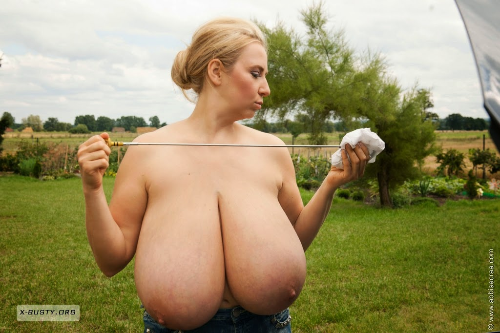 Glamour Naked Girl Reveals Her Big Pussy And