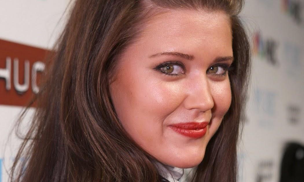 Sarah Lancaster Upskirt 51