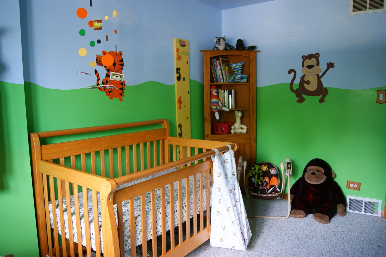 living the DIY lifestyle: Jungle Nursery Painting the Room