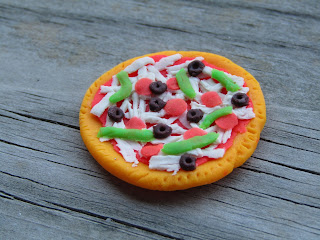 Play Doh Pizza Charm, I did NOT cook this pizza in the oven.