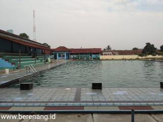 kolam renang mako brimob kelapa dua