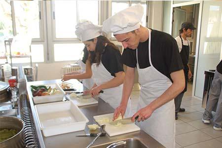 Se busca ayudante de cocina bolsa de trabajo paraguay - Ofertas de ayudante de cocina ...