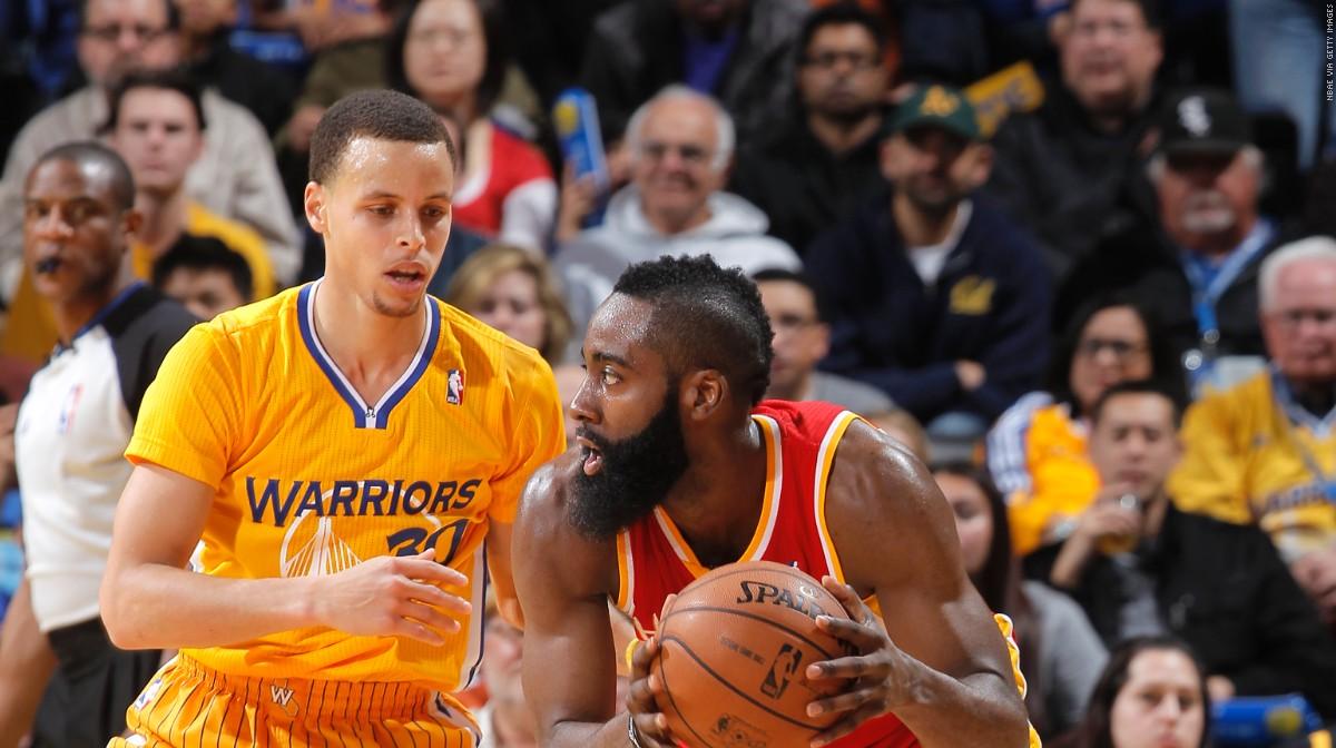 73c75d6d7cd08 Stephen Curry défends sur James Harden, lors d'un match NBA entre les  Warriors