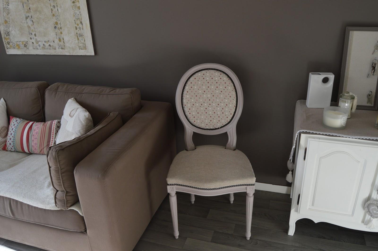 Chaise En Bois Repeinte voltaire et médaillon: la chaise médaillon de mr. seguin.