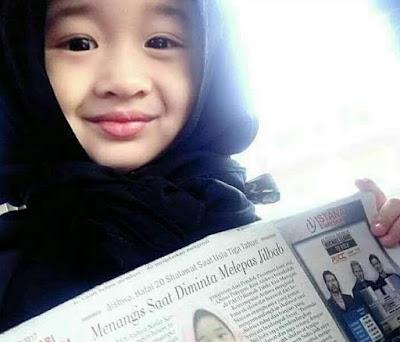 Menangis Saat Diminta Melepas Jilbab