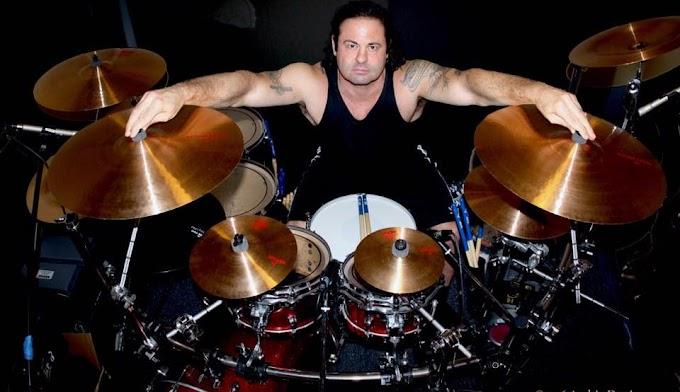 DAVID SILVERIA estaría dispuesto a tocar con KORN en una hipotética entrada al salón de la fama del Rock and Roll.