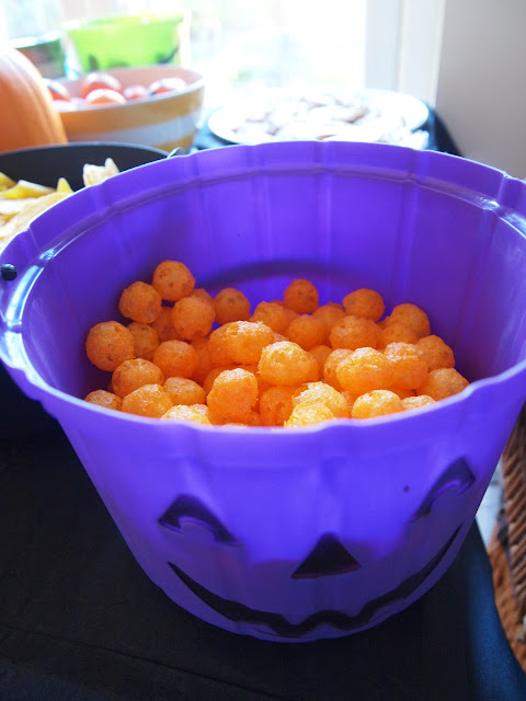 Party Pieces purple pumpkin bucket with cheesy ball 'pumpkins'