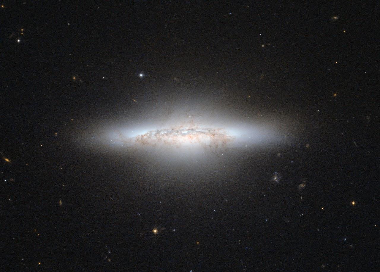 กาแล็กซีนูน Lenticular galaxy