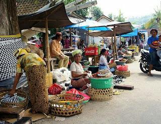 Pasar tradisional adalah