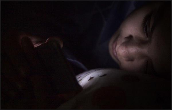 Menurut Hasil Survei, Bangun Tidur Kaum Milenial Langsung Buka Ponsel (HP)