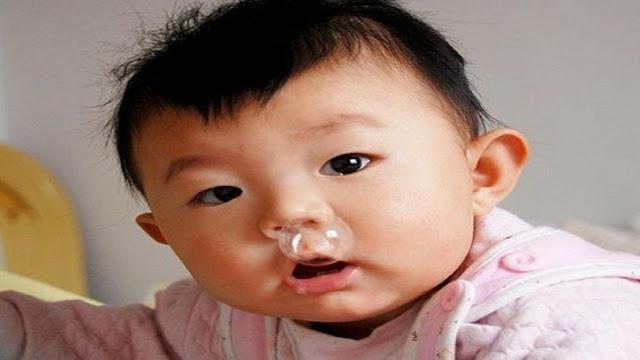 Con bị sổ mũi, nghẹt mũi các mẹ xử lý thế nào?