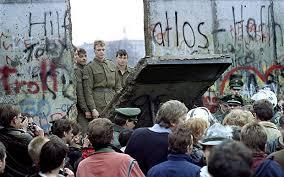 Sejarah Berakhirnya Perang Dingin dengan Penjelasan Terlengkap (Runtuhnya Uni Soviet, Penyatuan Jerman, dan Munculnya Amerika Serikat sebagai Kekuatan Dunia)