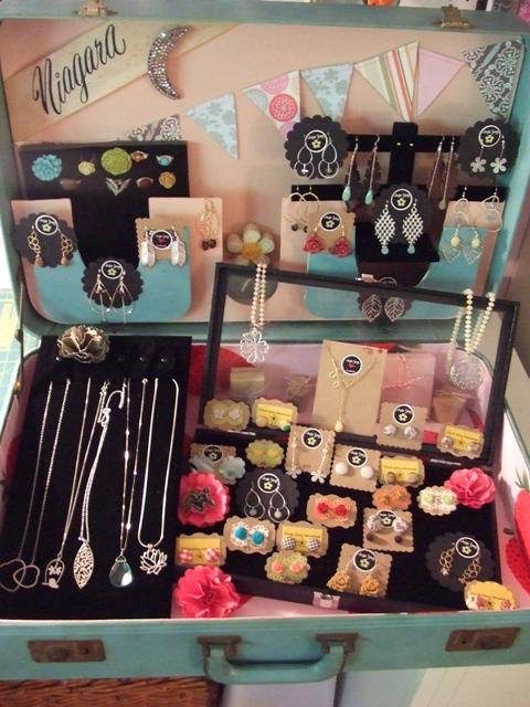 antique suitcase makeover,old suitcase makeover,jewelry box suitcase,jewelry box,retro jewelry box