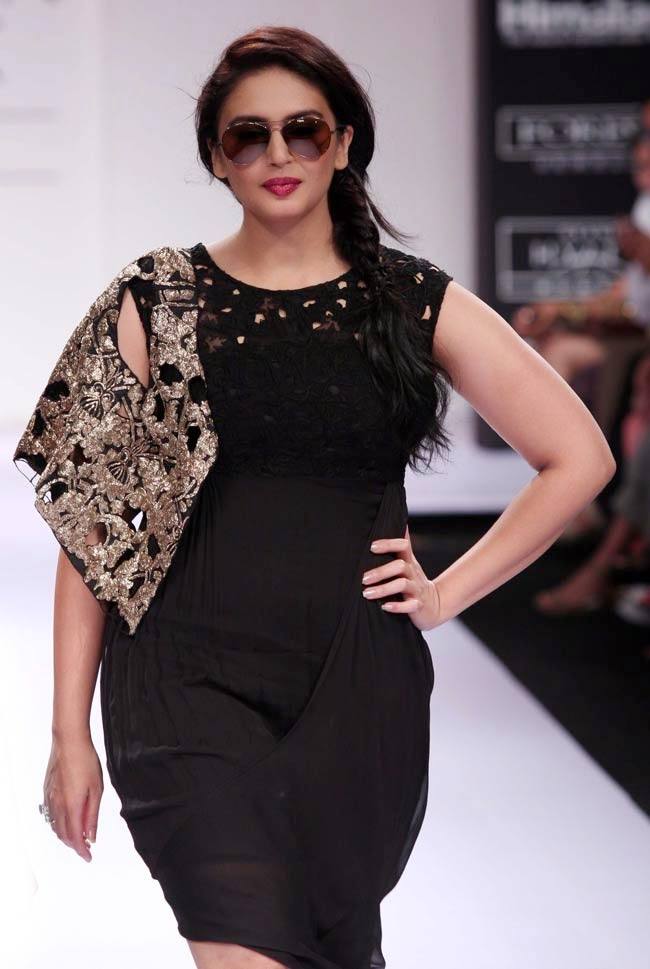 Huma Qureshi 2017 Hot Stills In Black Color Dress