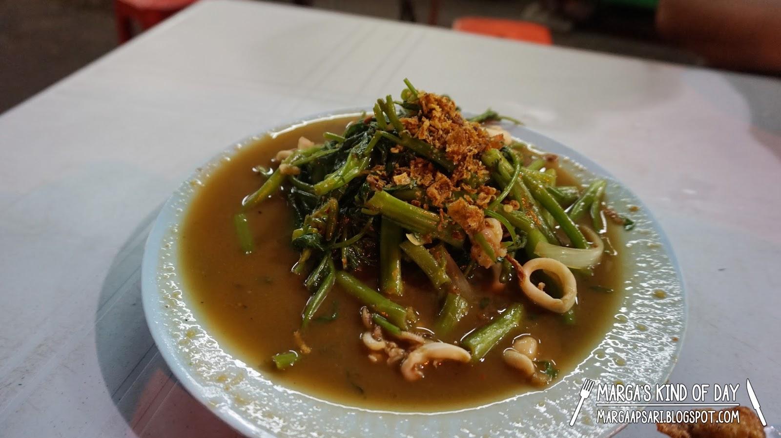 Kangkung goreng belacan