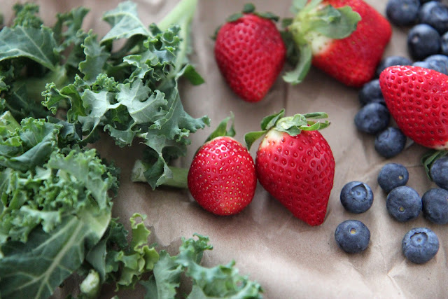 Start a healthy new year with this Delicious Kale Fruit Smoothie Recipe!