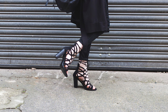 LACE UP BLACK HEELS OOTD || BRAND ATTIC