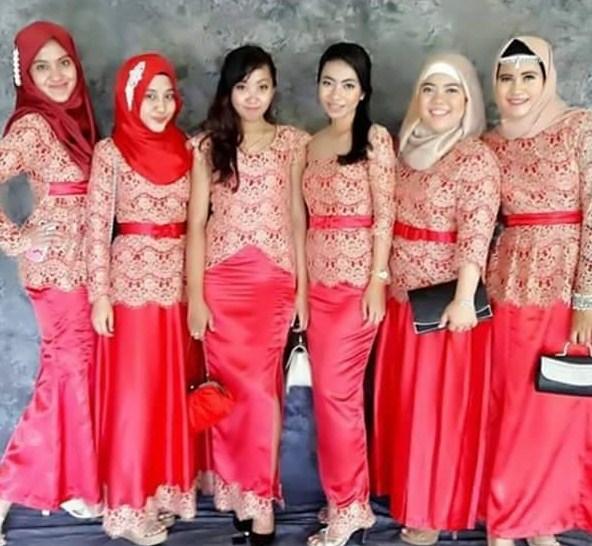Model Baju Batik Sarimbit Untuk Pakaian Seragam Keluarga: 18 Contoh Kebaya Untuk Seragaman