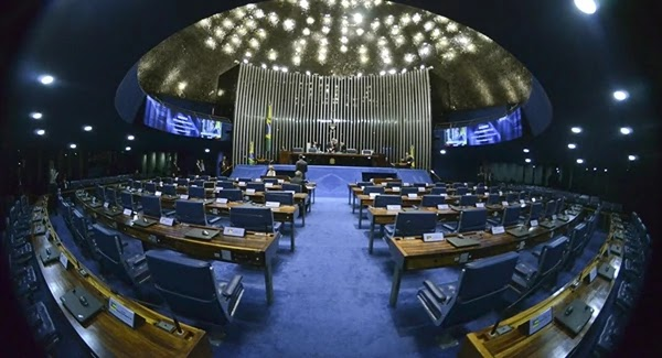 Em mais uma derrota para o governo Bolsonaro, o Senado aprovou em primeiro turno, a PEC que estabelece o Orçamento Impositivo e engessa as contas do governo