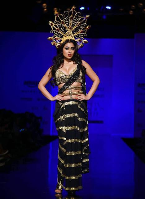 Shriya Saran Looks Hot in Blouse and Saree Style Outfit by Annaika at AIFW 2016