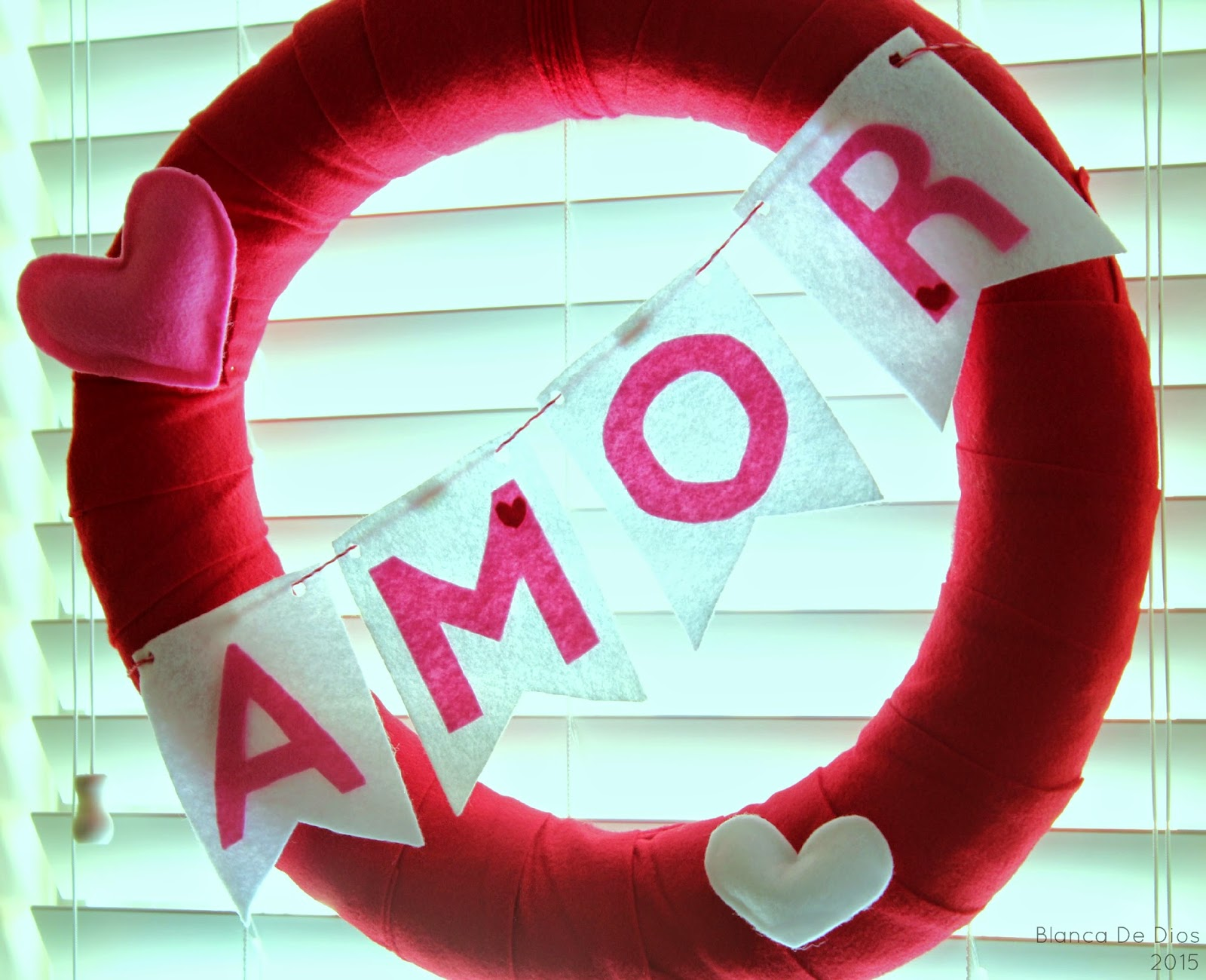 Corona decorativa para el Mes del Amor y la Amistad by www.unamexicanaenusa.com