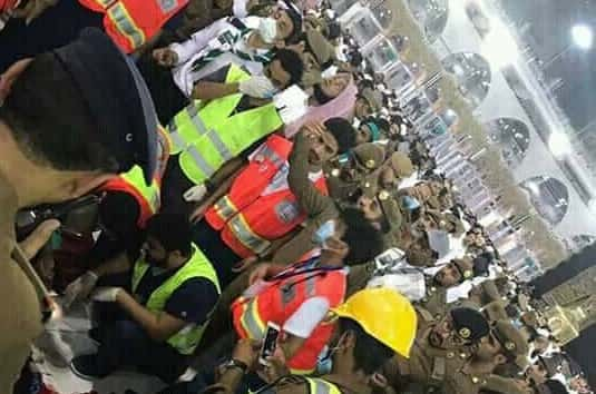 MAN JUMPED FROM THE ROOF OF MAKKAH GRAND MOSQUE