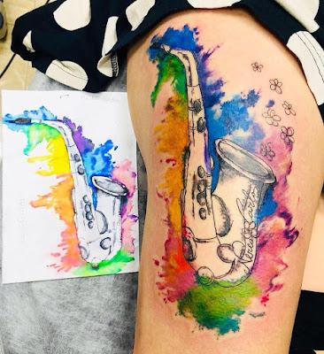 Tatuajes de Música : Tatuaje de saxo estilo acuarela