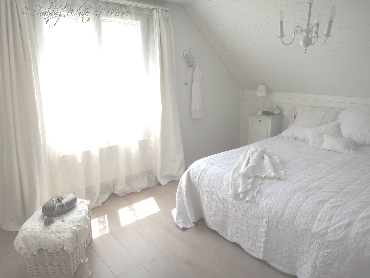 shabby white and more neues schlafzimmer. Black Bedroom Furniture Sets. Home Design Ideas