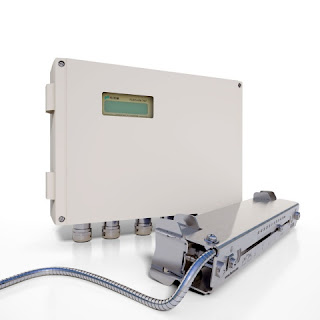 Ultrasonic flowmeter for low flow rates and compressed air