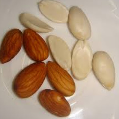 Image of peeled almonds