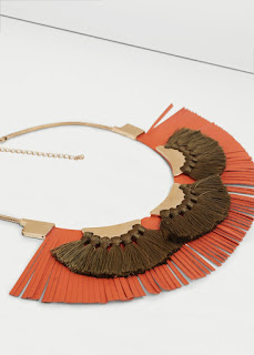 http://shop.mango.com/FR/p0/femme/accessoires/bijoux/colliers/collier-pompons?id=73010155_OR&n=1&s=rebajas_she.bisuteria