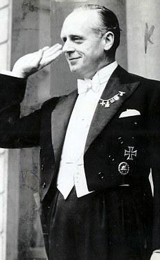 Ribbentrop Hitler salute worldwartwo.filminspector.com