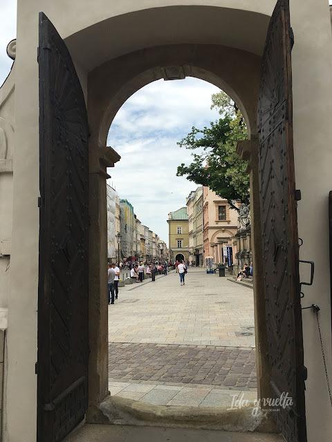 Cracovia fotos puerta que se abre en el centro histórico