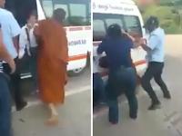 Biksu Ini Tega Pukul Wanita di Depan Umum, Warga Pun Geram Sampai Balas Begini