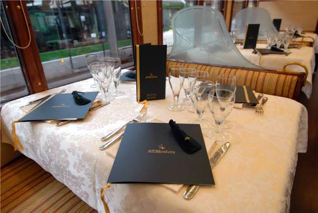 Jantar no restaurante elétrico ATMOSFERA em Milão