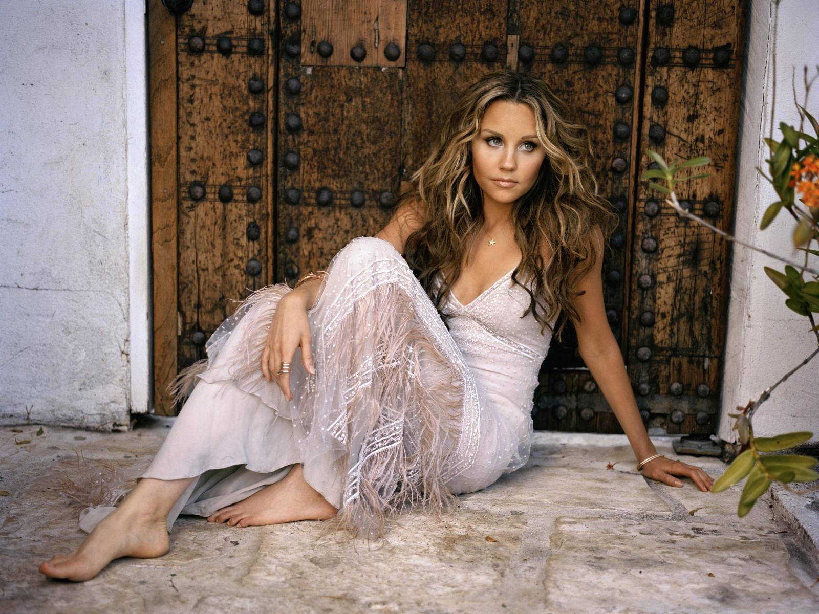 Amanda Bynes Hot Hd Wallpapers  Entertainment Exclusive -4465