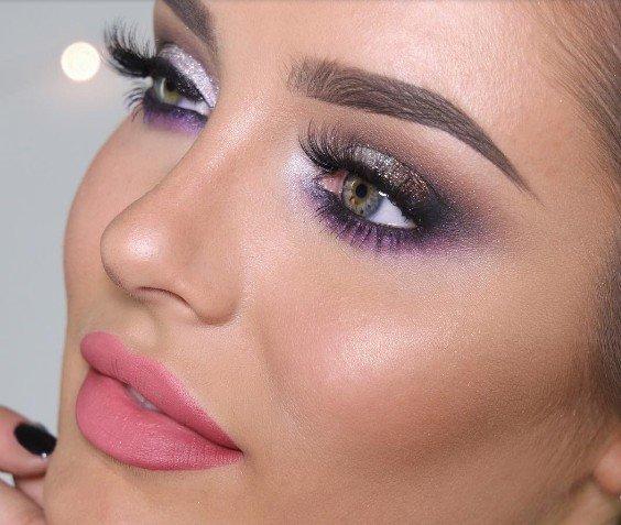 Maquiagens criadas por blogueiras são incríveis e cada vez mais podemos ver novas combinações de cores surgindo. Pensando nisso separei 5 incríveis e maravilhosas makes para você se inspirar e arrasar.