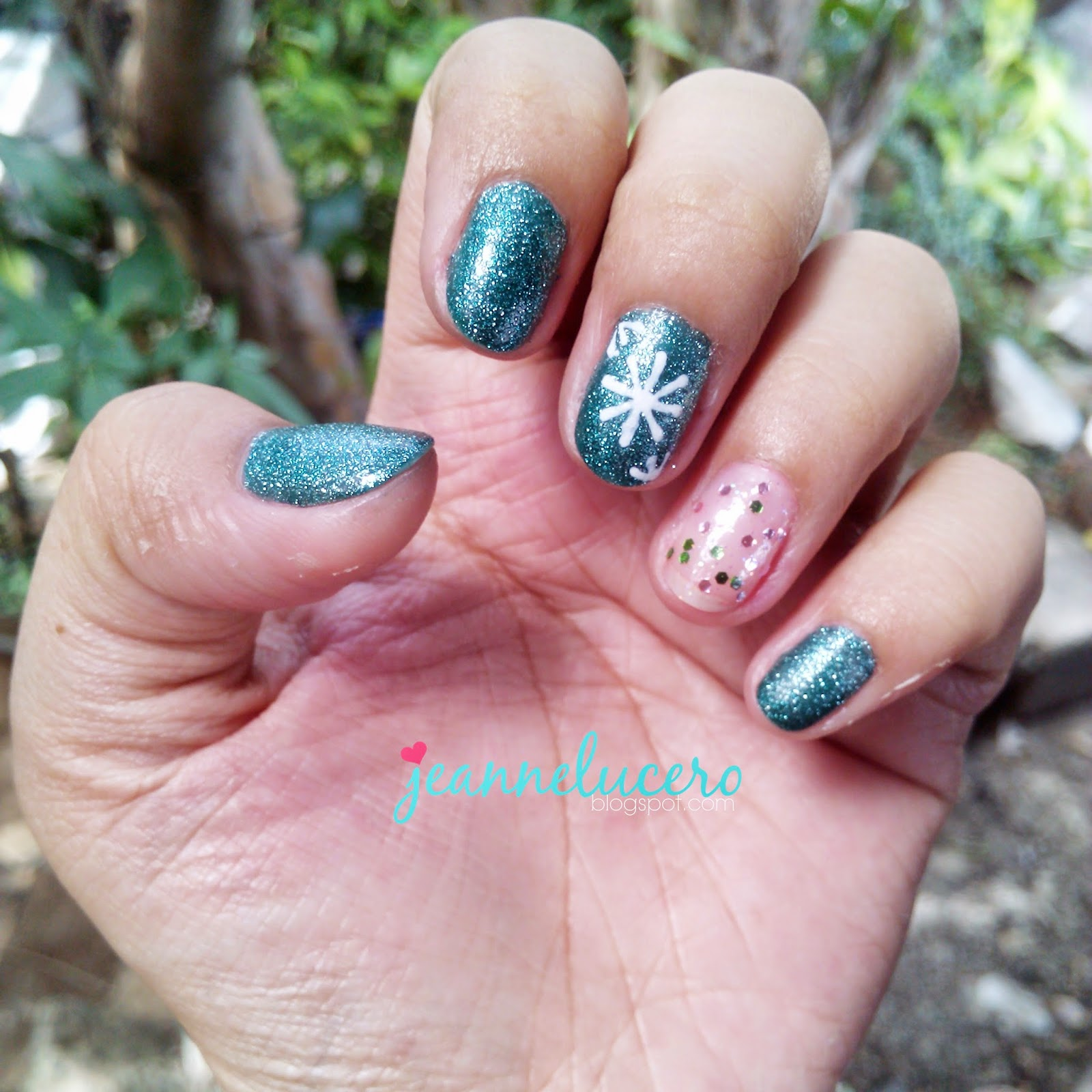 HOLIDAY NAILS WITH OH MY GIRL