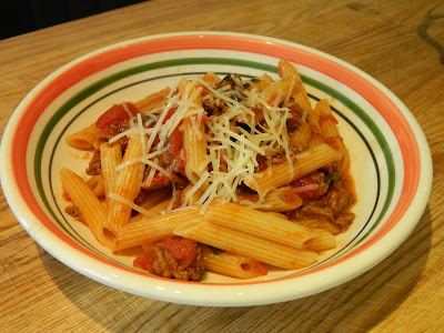Bolognese pasta sauce with spinach