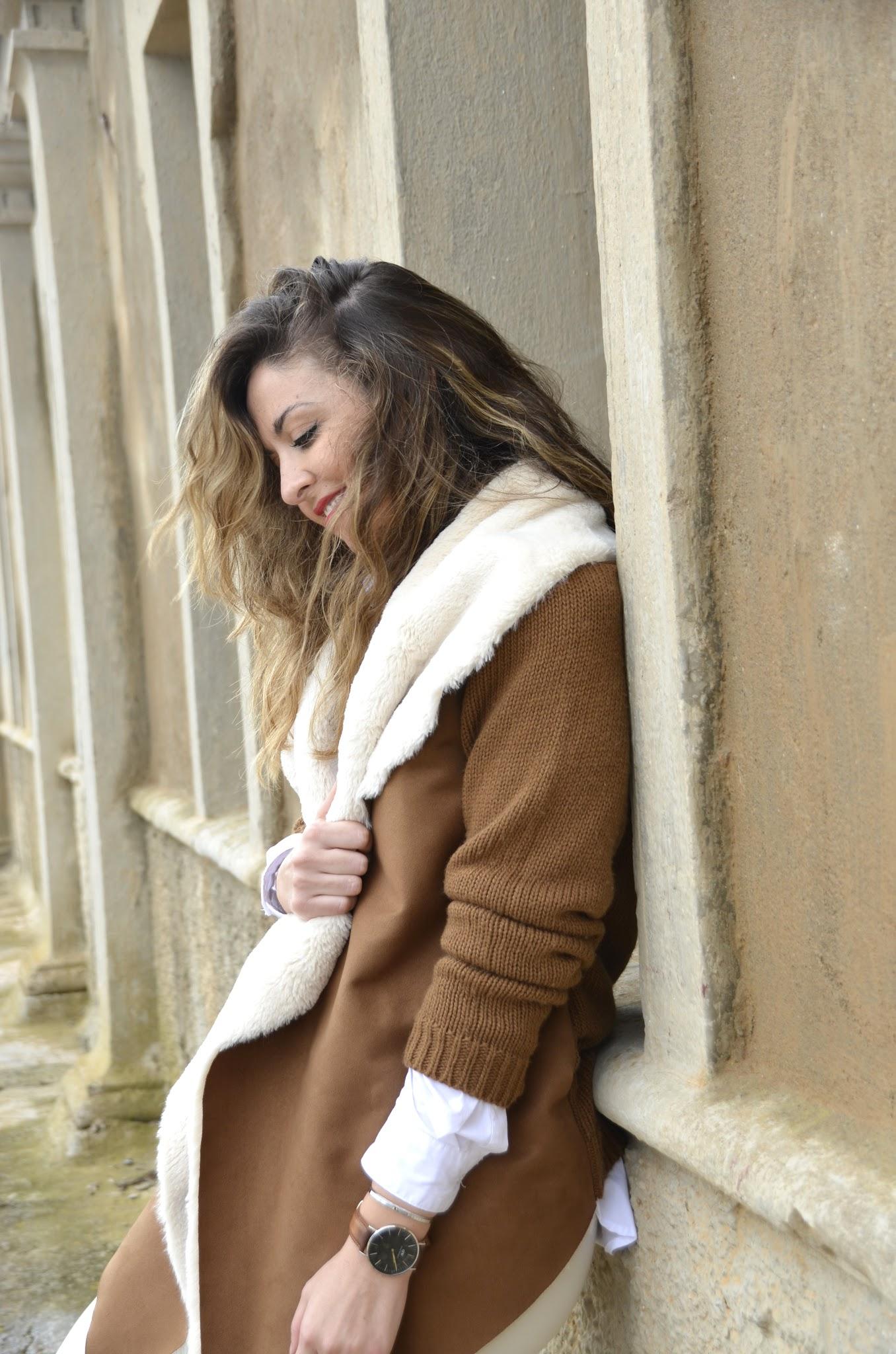 chaqueta marron con borreguito en el cuello