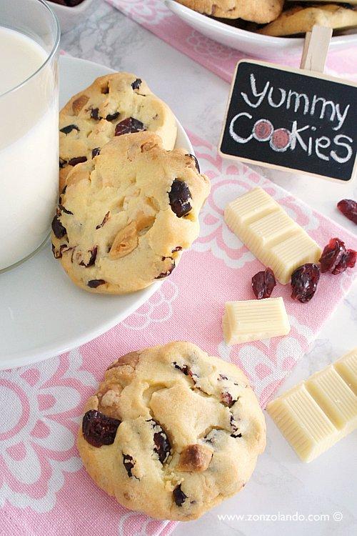 Biscotti al cioccolato, noci e mirtilli ricetta buonissimi - White chocolate, cranberry and walnut cookies recipe